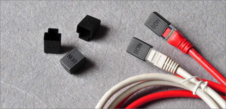 Protection caps or end plugs for the wire